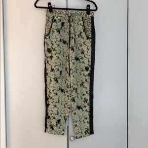 Silk pant with floral design